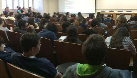 נוער לומד באוניברסיטה