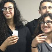 בוגרי אוניברסיטת תל אביב לנוער מרימים כוסית