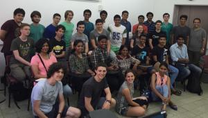 מפגש חוצה תרבויות בין תלמידי פיזיקה מתוכנית מדעני וממציאי העתיד וקבוצת תלמידים מהודו