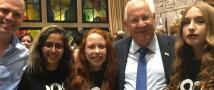 תלמידות אוניברסיטת תל-אביב לנוער עם כבוד נשיא המדינה מר ראובן ריבלין בטקס פרס וולף