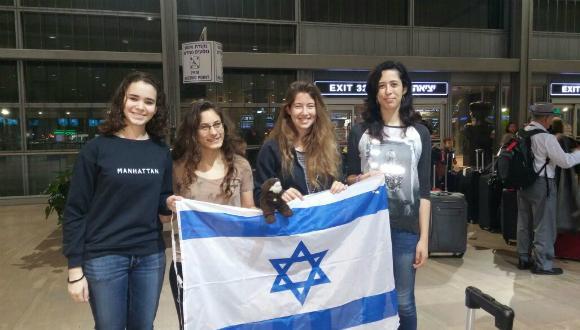 חברות הנבחרת עם דגל ישראל