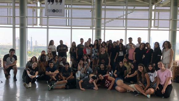 תלמידי אוניברסיטת קיץ לנוער בבניין פורטר