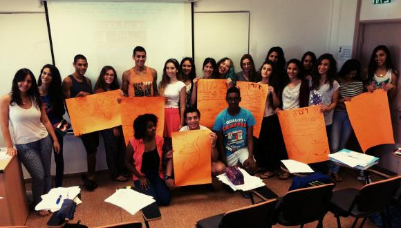 תלמידי אוניברסיטת קיץ לנוער מתכוננים למבחנים